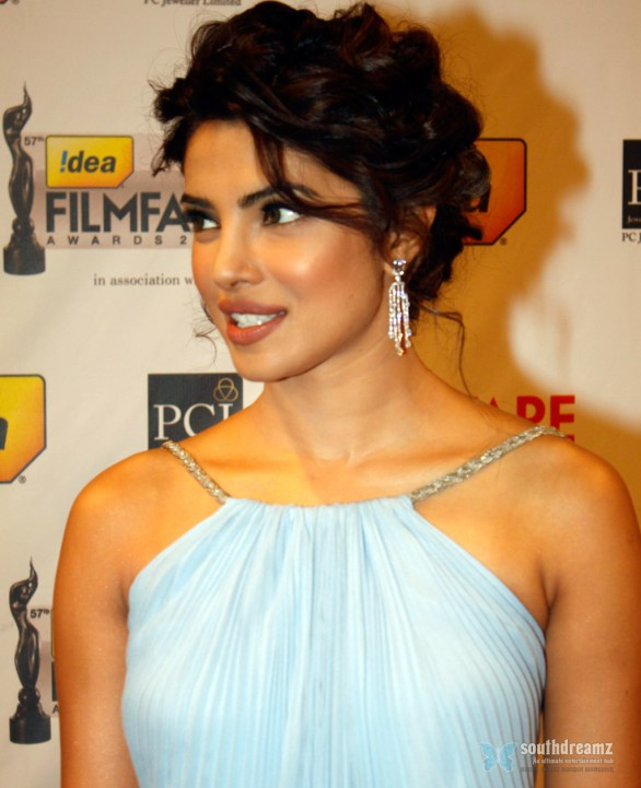 Priyanka Chopra Filmfare Awards 2012 Red Carpet 2 586x721 Priyanka Chopra becomes a Student to Asha Bhosle