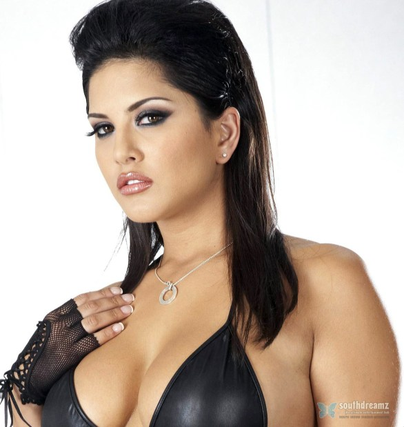 sunny leone 586x619 Bigg Boss is dangerous reality   Kashif Qureshi