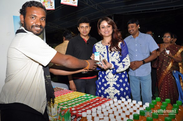 Chennaiyil Thiruvaiyaru Food Festival Inauguration by Actress Sonia Agarwal Stills 586x389 Chennaiyil Thiruvaiyaru begins