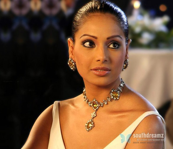 bipasha basu  hot bollywood actress stills 586x503 Monthly gifts for Sexy heroine