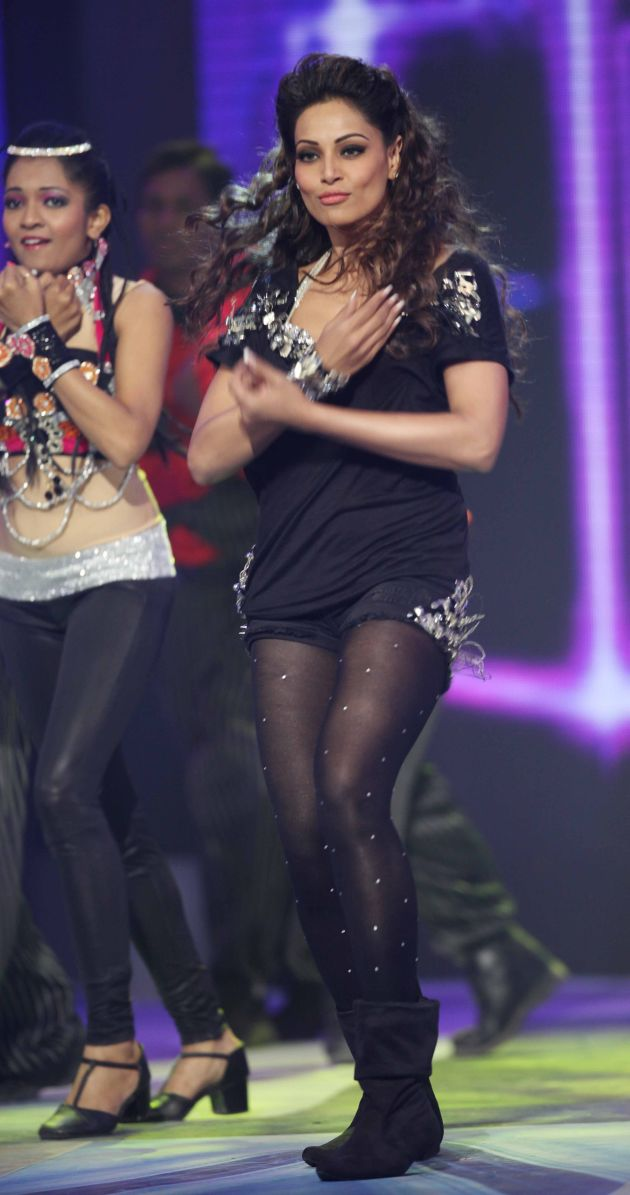 actress Bipasha Basu Hot Dance at CCL Photo 5 Bipasha Basu Hot dance at CCL 2012 opening ceremony