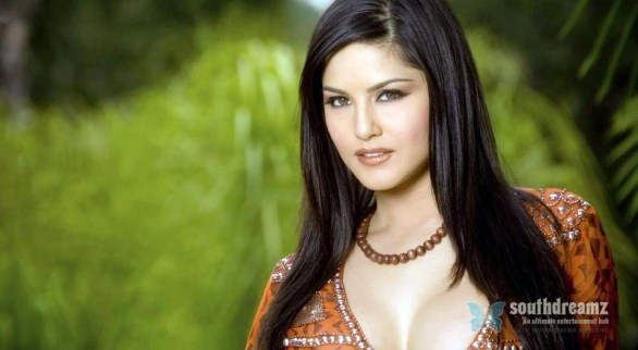 sunny leone red dress wallpaper 586x322 Sunny Leone hd wallpapers