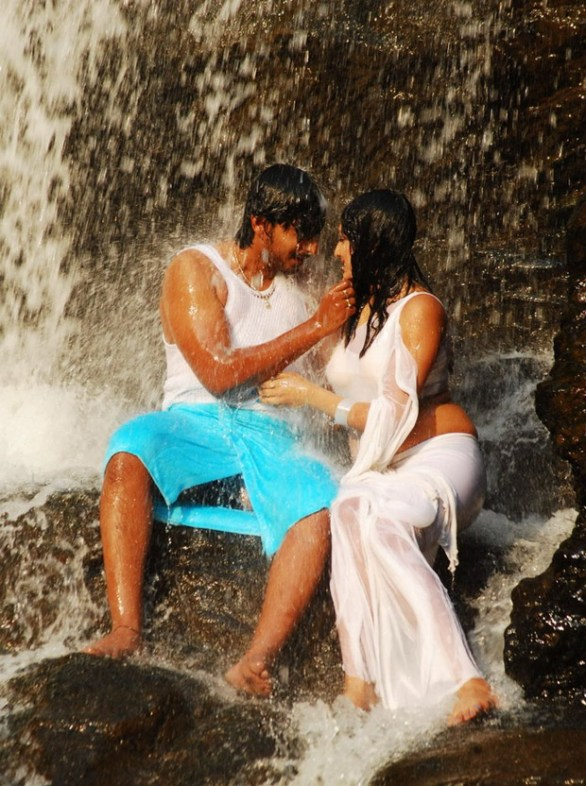Hari Priya Hot And Wet Photos in Yuvakudu 1322 586x786 Hari priya Hot Wet Song in Yuvakudu