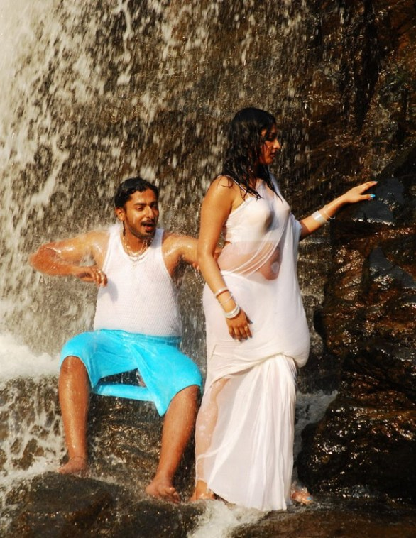 Hari Priya Hot And Wet Photos in Yuvakudu 1958 586x758 Hari priya Hot Wet Song in Yuvakudu