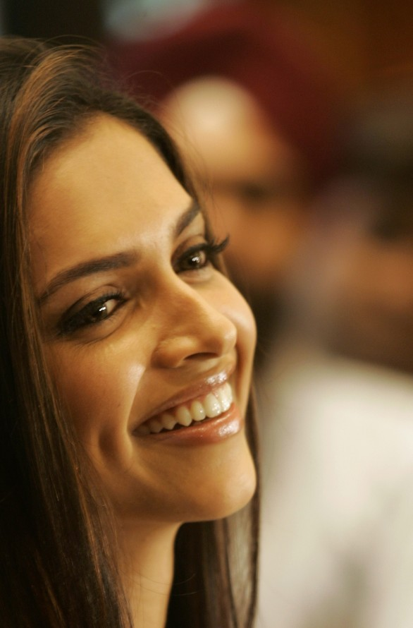 Cute Wallpaper With Quotes In Hindi Deepika Padukone Comic Side Tapped By Rohit Shetty