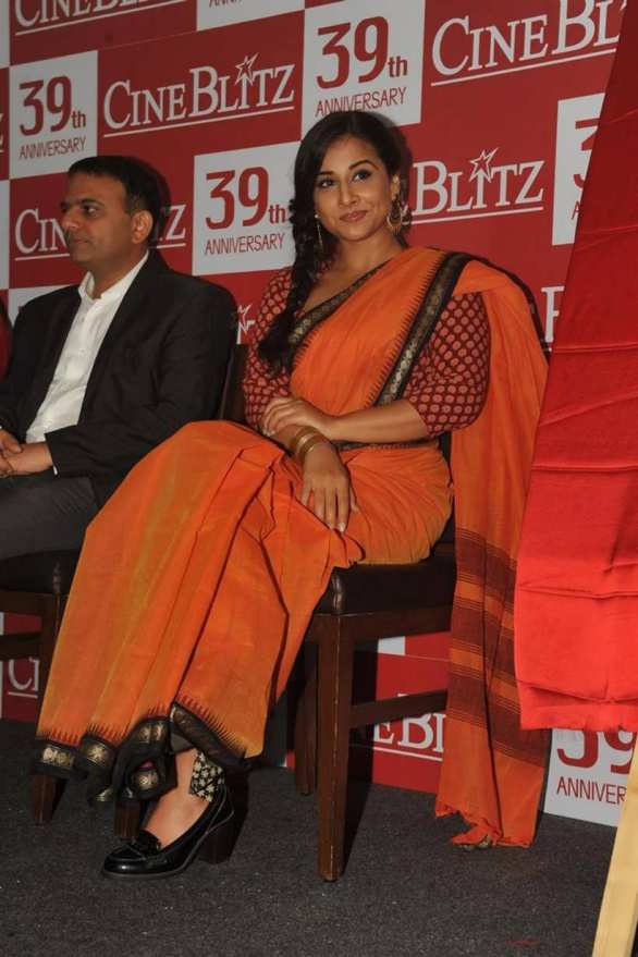 vidya balan launches cineblitz magazine april 2013 20 586x879 Vidya Balan Hot navel Show