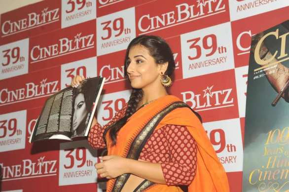 vidya balan launches cineblitz magazine april 2013 36 586x389 Vidya Balan Hot navel Show