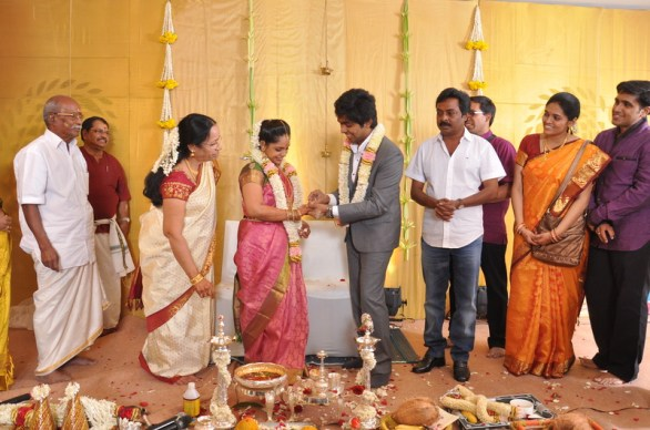 music director gv prakash kumar saindhavi engagement photos 1 586x388 GV Prakash Kumar, Saindhavi gets engaged