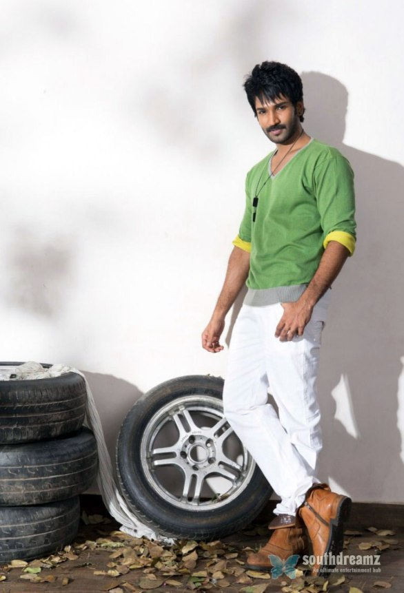 tamil actor aadhi photoshoot stills 1 586x861 I'm glad for the actors of my age and stage says Aadhi…