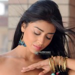 Actress-Shriya-Saran-Cute-Stills-22