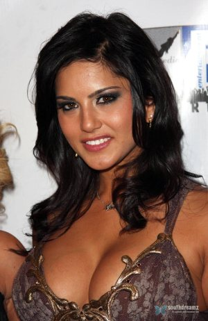 exclusive-photos-of-sunny-leone-hot-sensuous-rare-private-and-personal-23