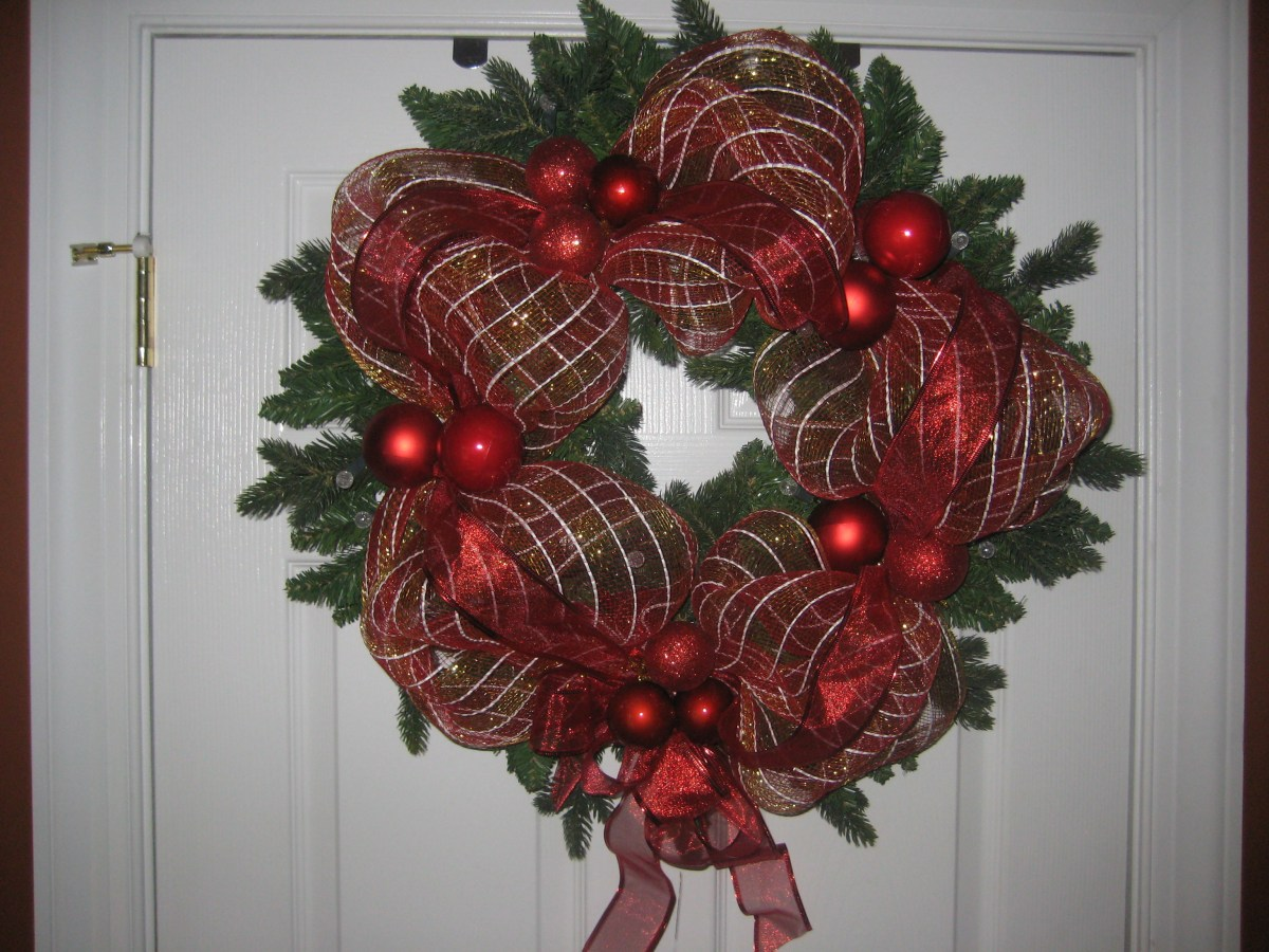 Ribbon mesh wrapped wreath project is Easy Project for Beginners