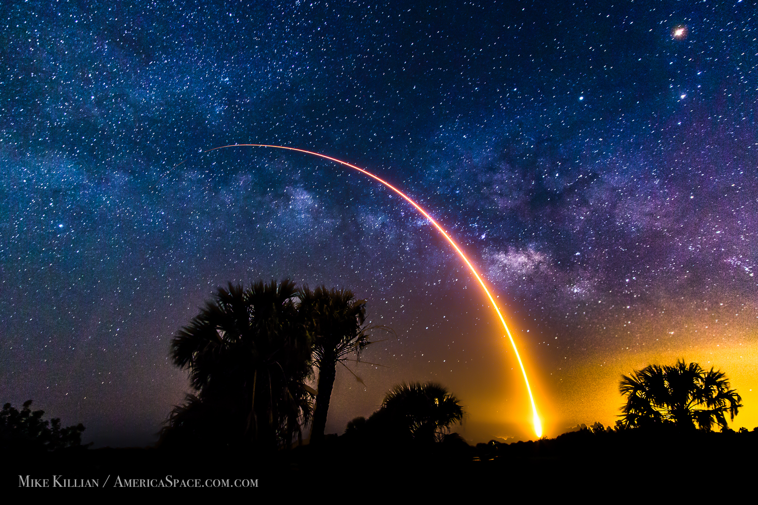 Havasu Falls Iphone 6 Wallpaper Spacex S Falcon 9 Rocket Heads For The Stars In Stunning Photo