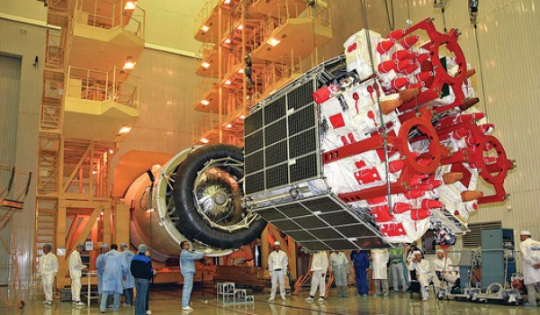 A cluster of three Glonass satellite, while being coupled with a booster (Souce: Roscosmos).