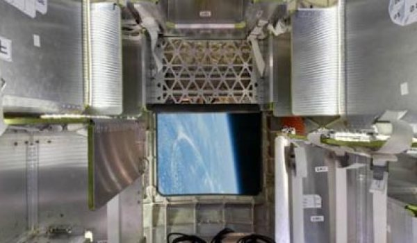 A prospective view through the Dragon's open hatch (Credits: SpaceX).