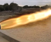 SpaceX test-fires its SuperDraco engine prototype (Credits: SpaceX).