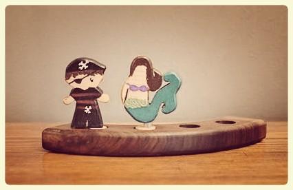 Pirate & mermaid in frame