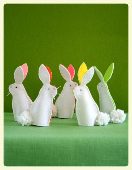 DIY Easter bunny finger puppets for children with autism and other special needs at LE CHEMIN ABA, learning house in Paris, France.