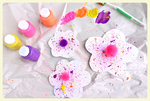 Splatter flower paintbrush craft - discover this, and other flower crafts for kids, in anticipating of Spring!