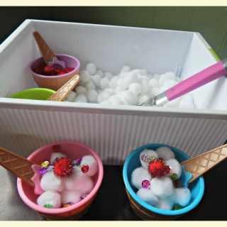 Pretend play : ice cream shop