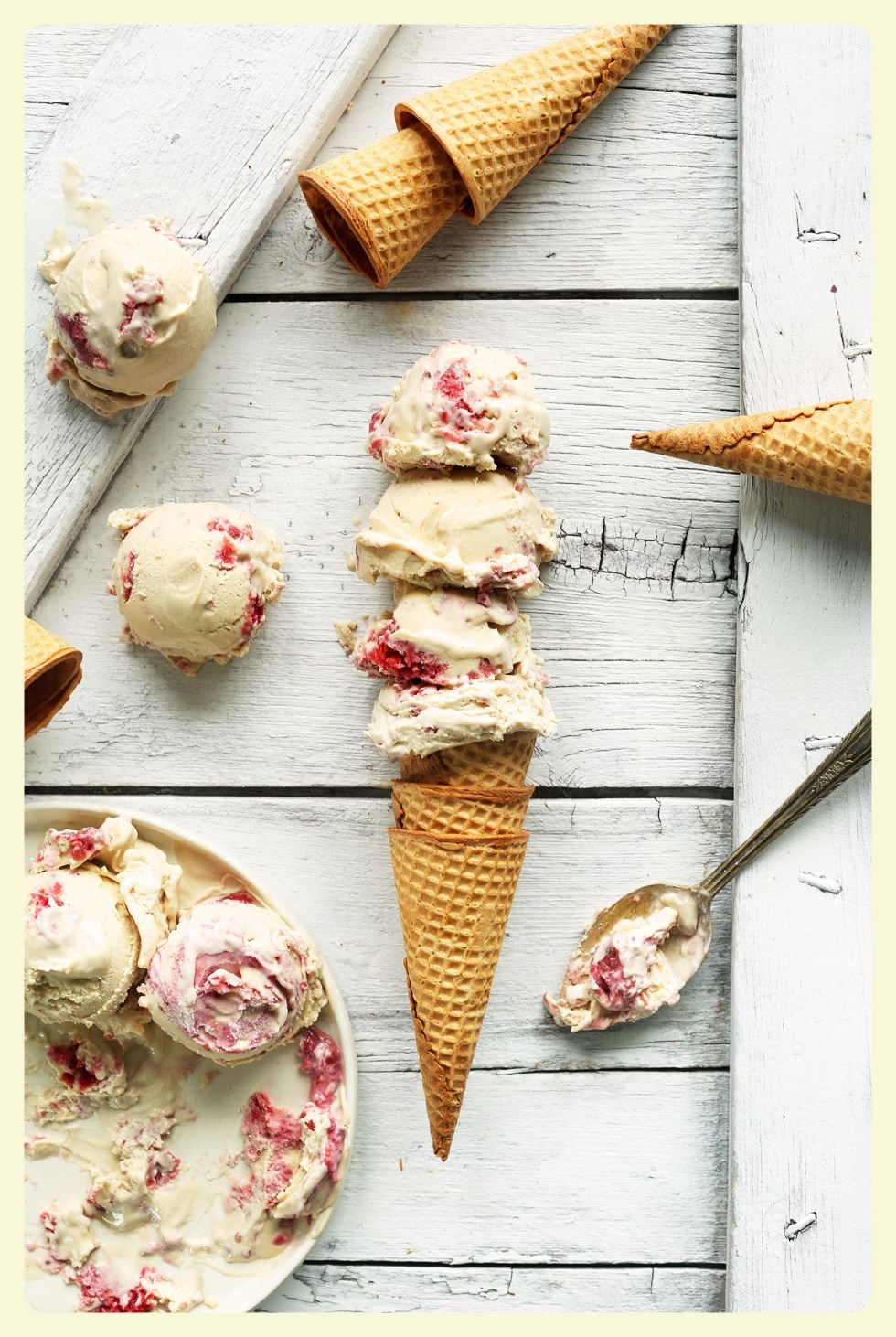 Raspberry & coconut homemade ice cream. Featured by Special Learning House. Recipes on the blog. www.speciallearninghouse.com