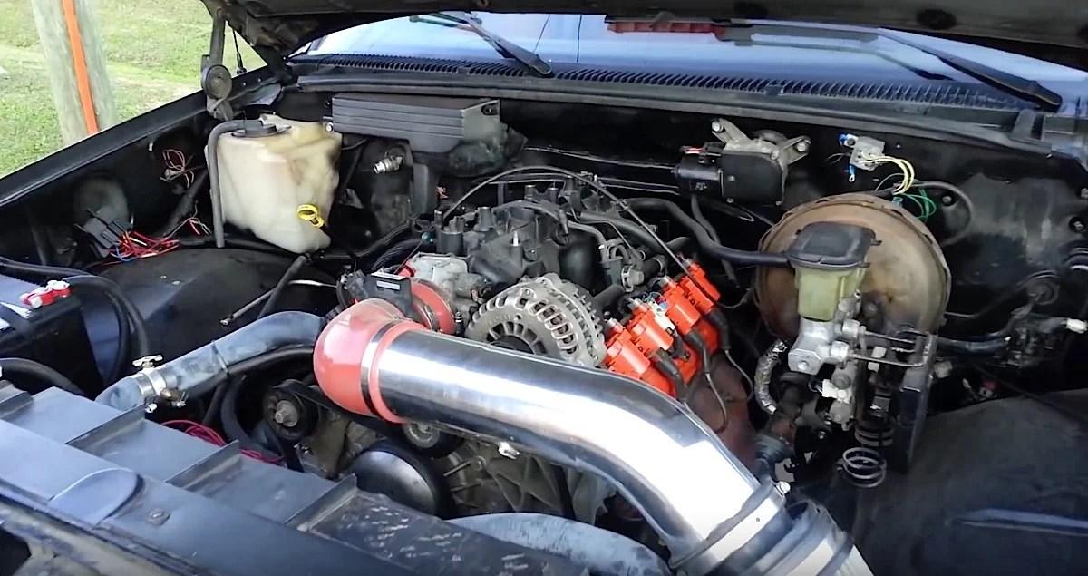 Video Junkyard 53 Liter LS Swap Into A \u002788-\u002798 Truck Done Right