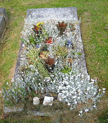 English: Tomb of Dion Fortune in Glastonbury D...