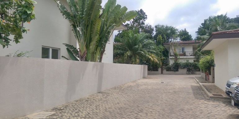 house_home_villa_to_let_cantonments_accra_ghana_taysec_gated_community_gardens_swimming_pool_tennis_court_gym_servised_manager_sphynx_leon_auguste_ (13)