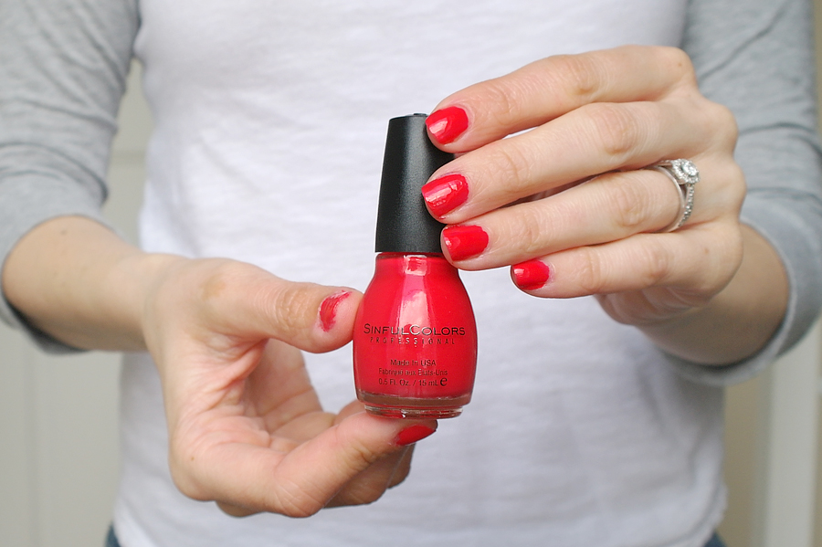 energetic red by sinfulcolours was a basic red colour not the most flattering of reds ive tried on and not intense and vibrant as i would have hoped - Vernis Sinful Colors