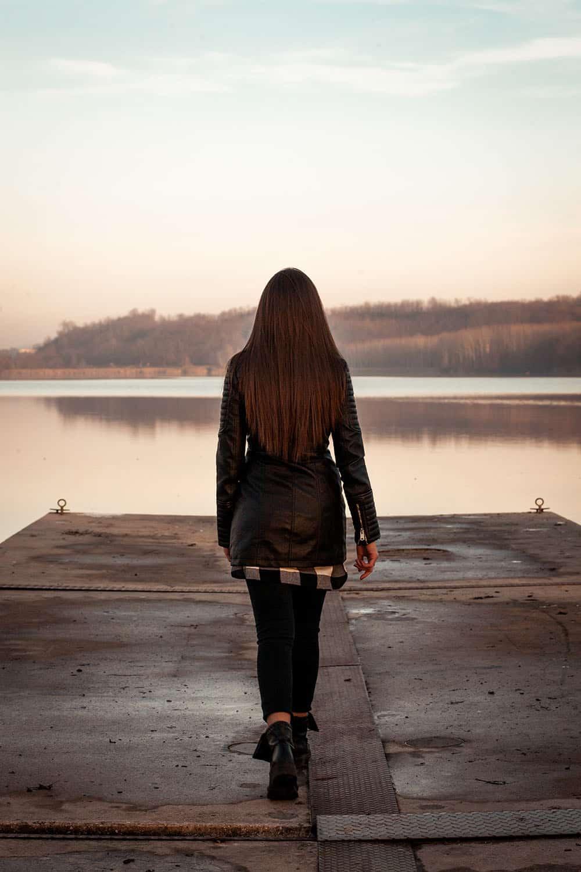Free Sad Girl Wallpaper Download Lonely Girl Walking On The Pier Splitshire