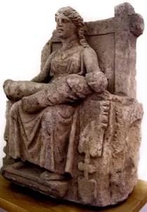 """Una immagine di una """"Mater Matuta"""" - antica divinità italica dell'aurora e della nascita e le """"madri"""" rappresentavano """"ex' voto""""; un'offerta propiziatoria e l'espressione di un ringraziamento per la concessione del sommo bene della fecondità"""