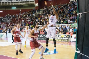 Hollis-eurobasket-vs-trapani-FILEminimizer