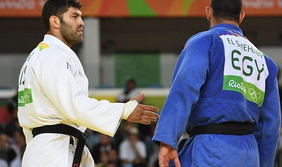 Israel's Or Sasson (white) competes with Egypt's Islam Elshehaby during their men's +100kg judo contest match of the Rio 2016 Olympic Games in Rio de Janeiro on August 12, 2016. / AFP / Toshifumi KITAMURA        (Photo credit should read TOSHIFUMI KITAMURA/AFP/Getty Images)