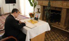 Дачић се уписао у књигу жалости у амбасади Индије у Београду
