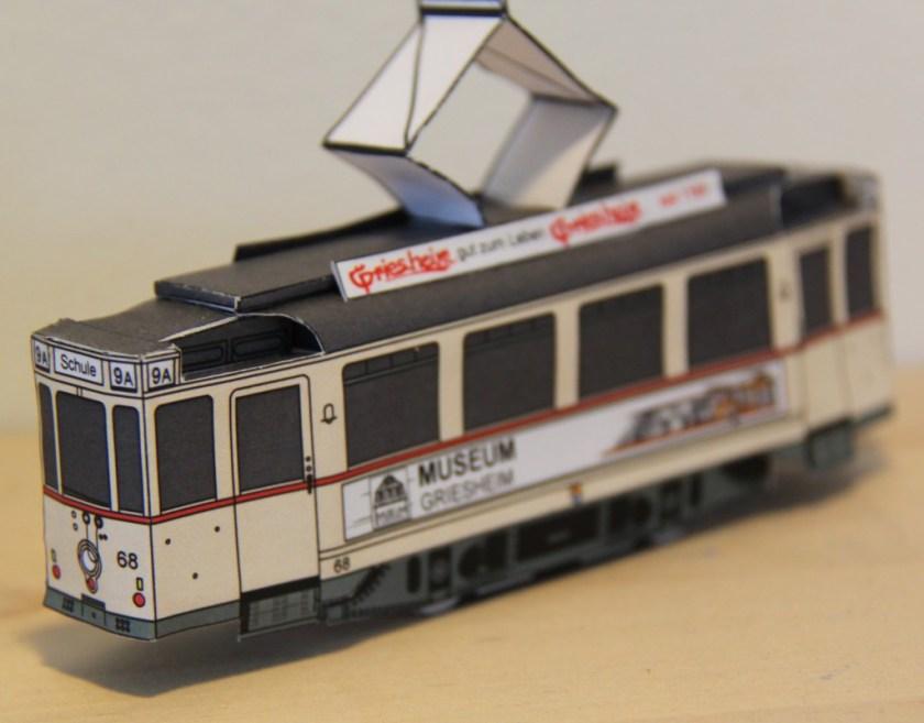 """Eine Straßenbahn der Linie """"9A"""" als Modell im Maßstab 1:87"""