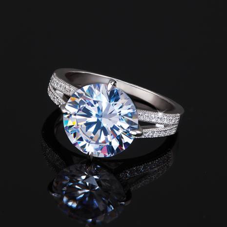 DiamondAura Avalon Ring