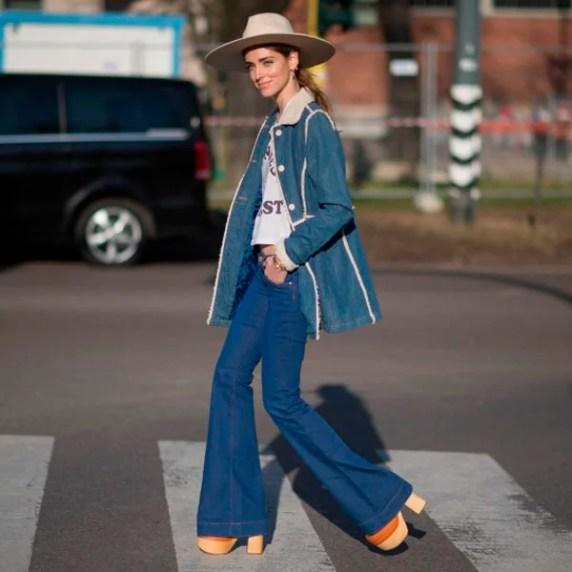 chiara-ferragni-street-style-calca-flare-chapeu-sandalia plataforma-madeira-steal-the-look