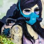 Graffiti Mädchen mit Atemmaske