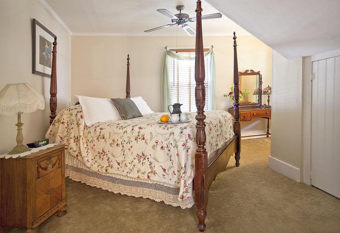 Saffron's Suite Bedroom 1140x781px