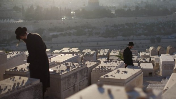 Mt.-of-Olives-cemetery-635x357