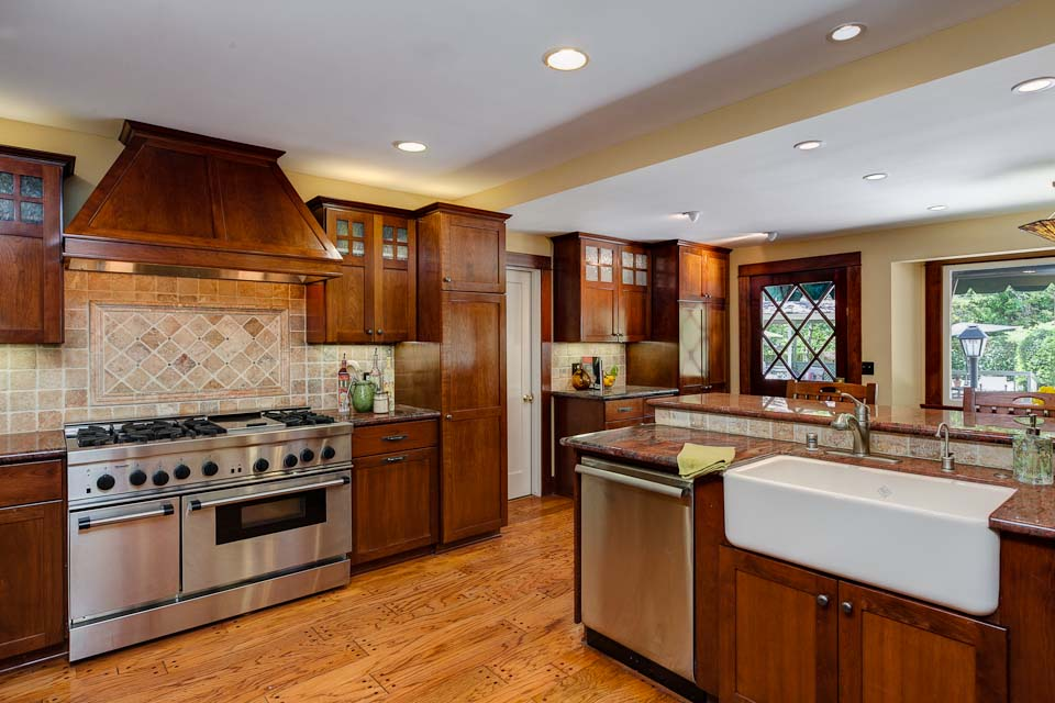 What Are The Components Of A Craftsman Kitchen? |