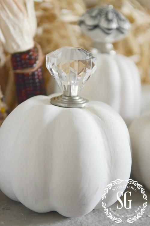 KNOB TOP PUMPKINS-crystal top-stonegableblog.com