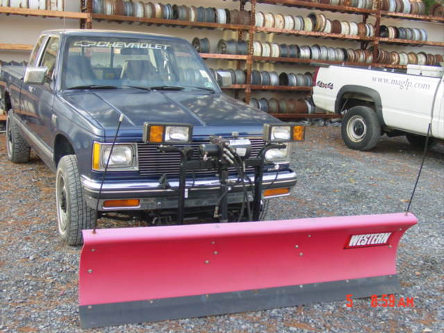 Used Western Suburbanite snowplow installed on 1990 GMC / Service