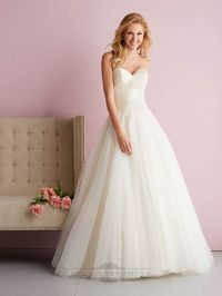 Your Best Wedding Dress: Experts' Tips on Shape and Style
