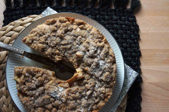 Spiced Apple Cake with Brown Sugar Crumble