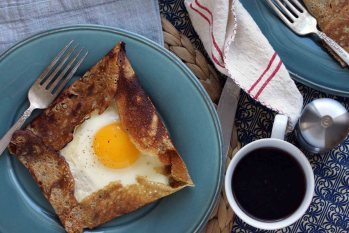Galette Compléte-A Ham & Gruyere Buckwheat Crepe with an Egg