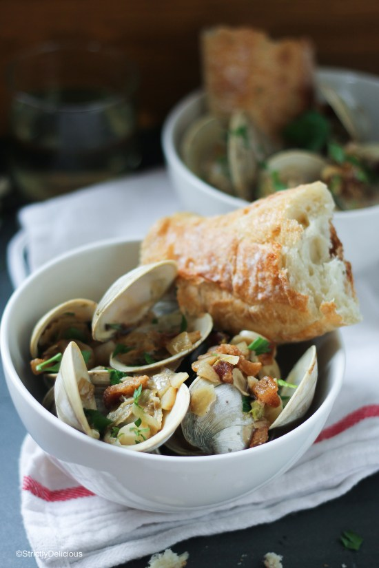 Steamed Clams with Creamy Bacon & Fennel Broth | StrictlyDelicious.com