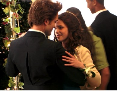 twilight-behind-the-scenes-robert-pattinson-and-kristen-stewart-29871661-976-760