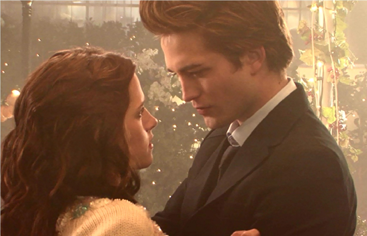 twilight-behind-the-scenes-robert-pattinson-and-kristen-stewart-29871688-1192-768