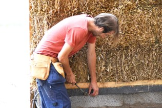 2016-624-strawbale-hobbithouse-sweden06